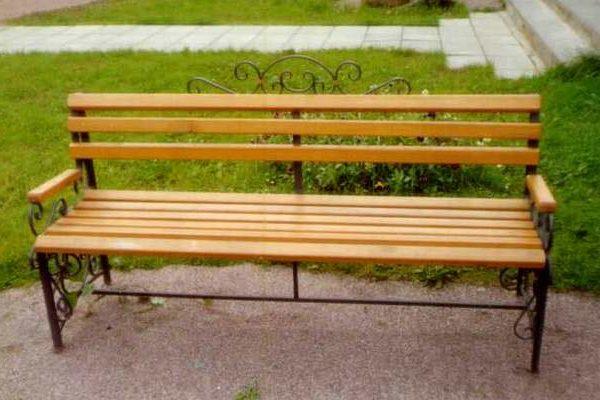 Как правильно выбрать скамейку для дачи